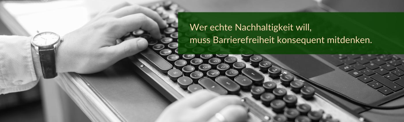 """""""Wer echte Nachhaltigkeit will, muss Barrierefreiheit konsequent mitdenken."""", dahinter sind Hände auf einer Tastatur zu sehen."""